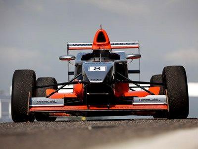 Jízda ve Formuli 350 na letišti
