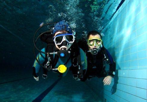 Ochutnávka potápění v bazénu